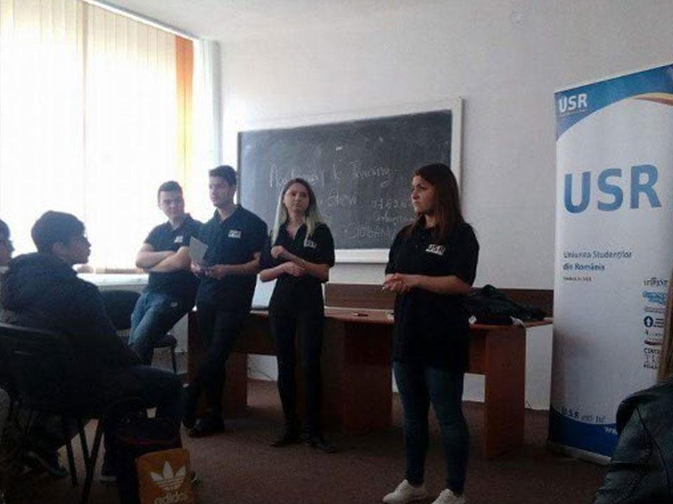 USR Academia de training pentru elevi